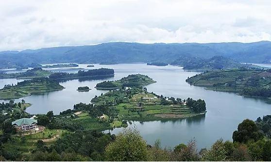 Lake Bunyonyi in Kigezi District of Uganda. Image courtesy of Lanza Safari